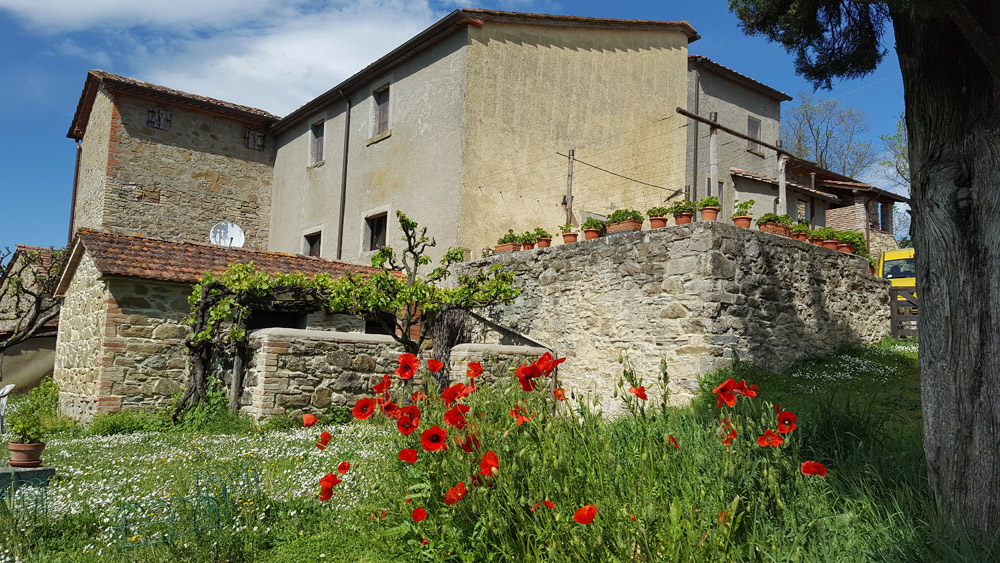 Enjoy the experience of staying in a 300-year-old Umbrian farmhouse